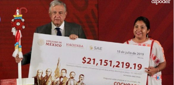 AMLO reparte dinero a municipios más pobres de Guerrero, uno es de Morena