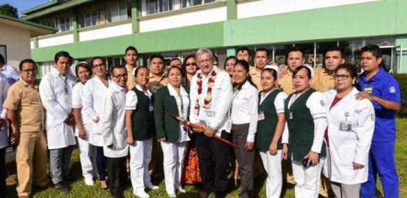 AMLO anuncia acciones para mejorar el sector salud