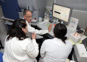 Investigadores de la UNAM apoyan a niños de escasos recursos para la detección temprana de leucemia