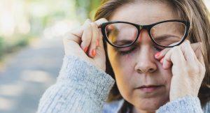 No tocarse el rostro es una de las estrategias más eficientes contra COVID-19